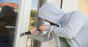 Traja mladí muži sa v Závodí pokúsili o vlámanie do domu