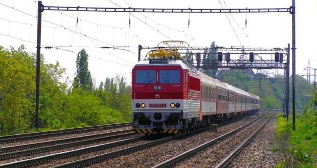 , V úseku Lietavská Lúčka – Rajec opravujú železničné priecestie