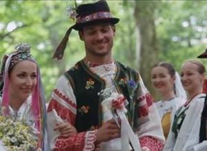 , Slovensko sa zaľúbilo do nového videoklipu LAVAGANCE a SĽUKu