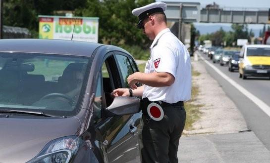 , Na cesty sa vydávajú opití vodiči a cyklisti aj napriek opakovaným výzvam polície