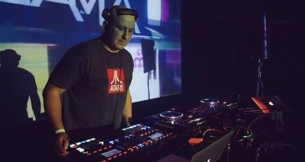 , DJ Tlama v Rádiu Rebeca