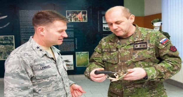 , Žilinský 5. pluk navštívil šéf amerických Síl pre špeciálne operácie v Európe