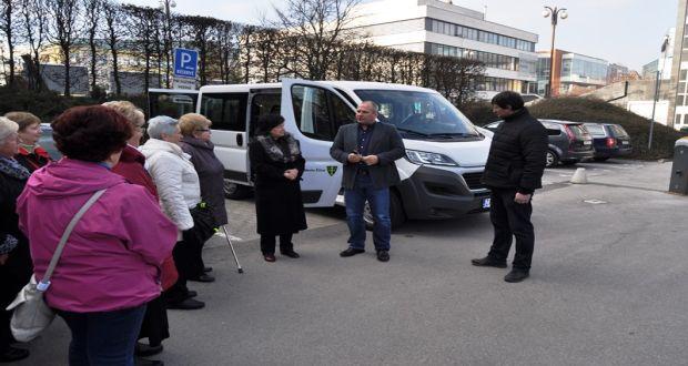 , V Žiline oddnes jazdí taxík pre imobilných občanov