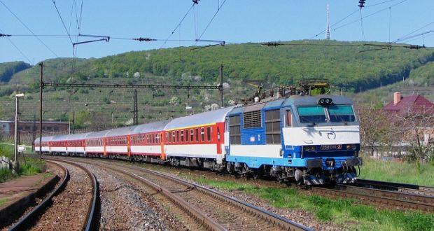 , V obci Turany začali s opravou železničného priacestia