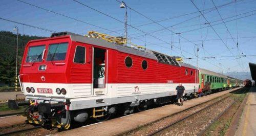 , Cestujúcich v úseku Príbovce-Rakovo čaká výluka