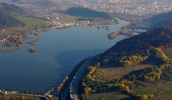 , Polícia v Žiline informuje o úplnej uzávierke cesty cez Považský Chlmec