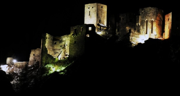 , Aj v auguste môžete zažiť nočné prehliadky hradu Strečno