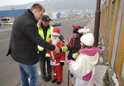 , Bezpečnosť na cestách kontroloval aj Mikuláš s anjelom a čertom: Namiesto pokút sa rozdávali sladkosti