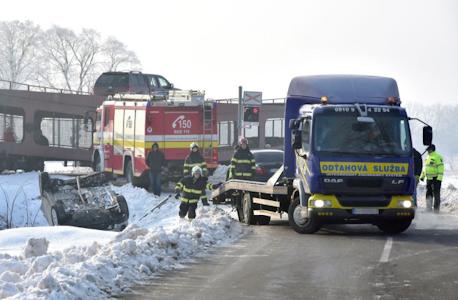 , Nehody na železničných priecestiach vzrástli: Vodiči preceňujú svoje schopnosti a zbytočne riskujú!