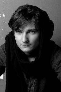 """, Tomáš Buranovský je späť s novým singlom, v ktorom je """"Sám sebou"""""""