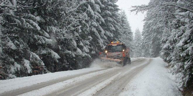 , Zimná údržba v Žilinskom kraji sa začala. Kde majú cestári najviac práce?