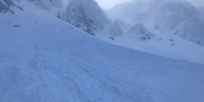 , Na horách prevláda tretí lavínový stupeň, hrozia spotánne zosuvy snehu