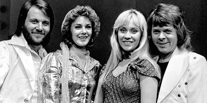 , Kapelu ABBA budeme čoskoro počuť v dvoch novinkách…niečo z nich aj vidieť na pódiu