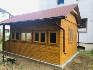 , Dolnokubínski seniori majú nový altánok adrevený domček