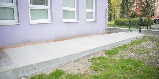 , V dolnokubínskej ZUŠ Ivana Ballu majú nový plot a chodník