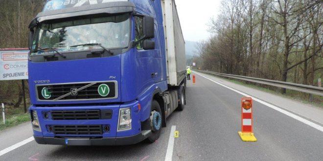 , V Radoli zrazil kamión chodca