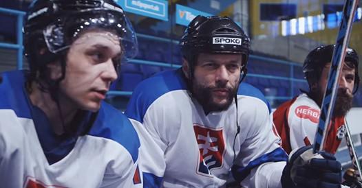 , Kapitán Danko, oživlé hranoly či samozvaní tréneri… Spoko zo Smola a Hrušky prezradil viac o skladbe Hokejové emócie