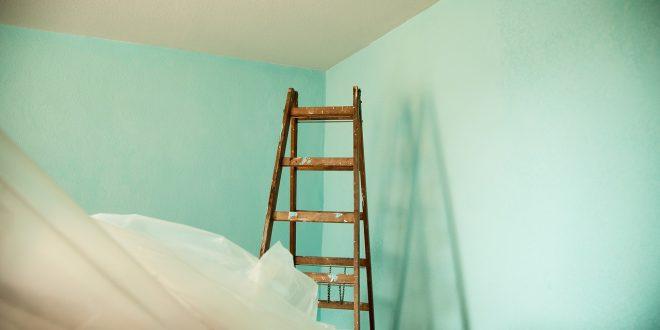 , Dolnokubínska radnica opravuje strechu na nájomnej bytovke