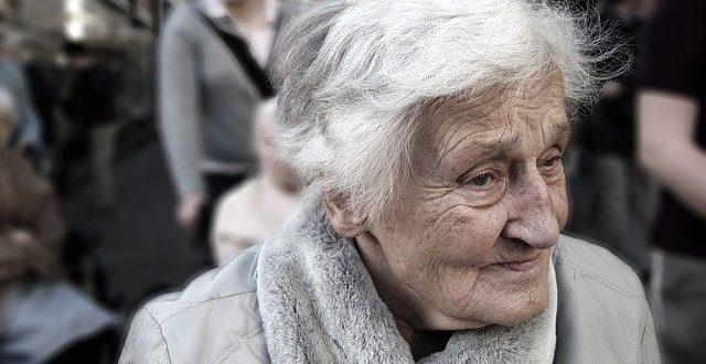 , Seniori pozor! Situáciu okolo koronavírusu zneužívajú podvodníci