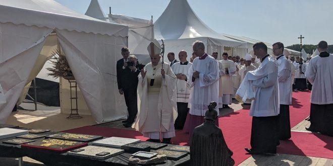 , Pápež František požehnal v Šaštíne základný kameň novej Univerzitnej nemocnice sv. Martina