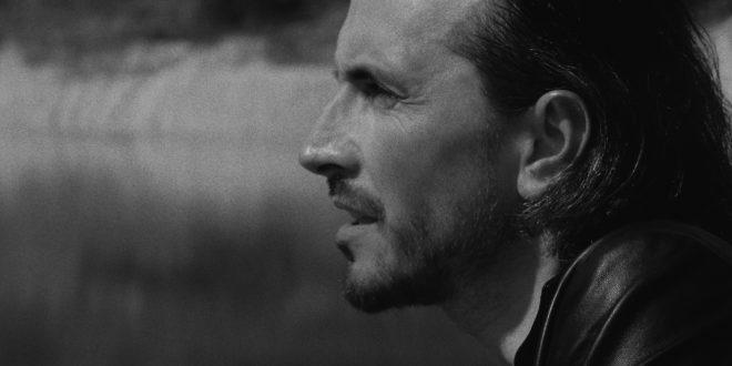 , Skupina Nocadeň predstavuje nový čierno-biely videoklip k piesni Labyrint