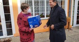 , Seniori v Liptovskom Mikuláši dostali darčeky zo zbierky